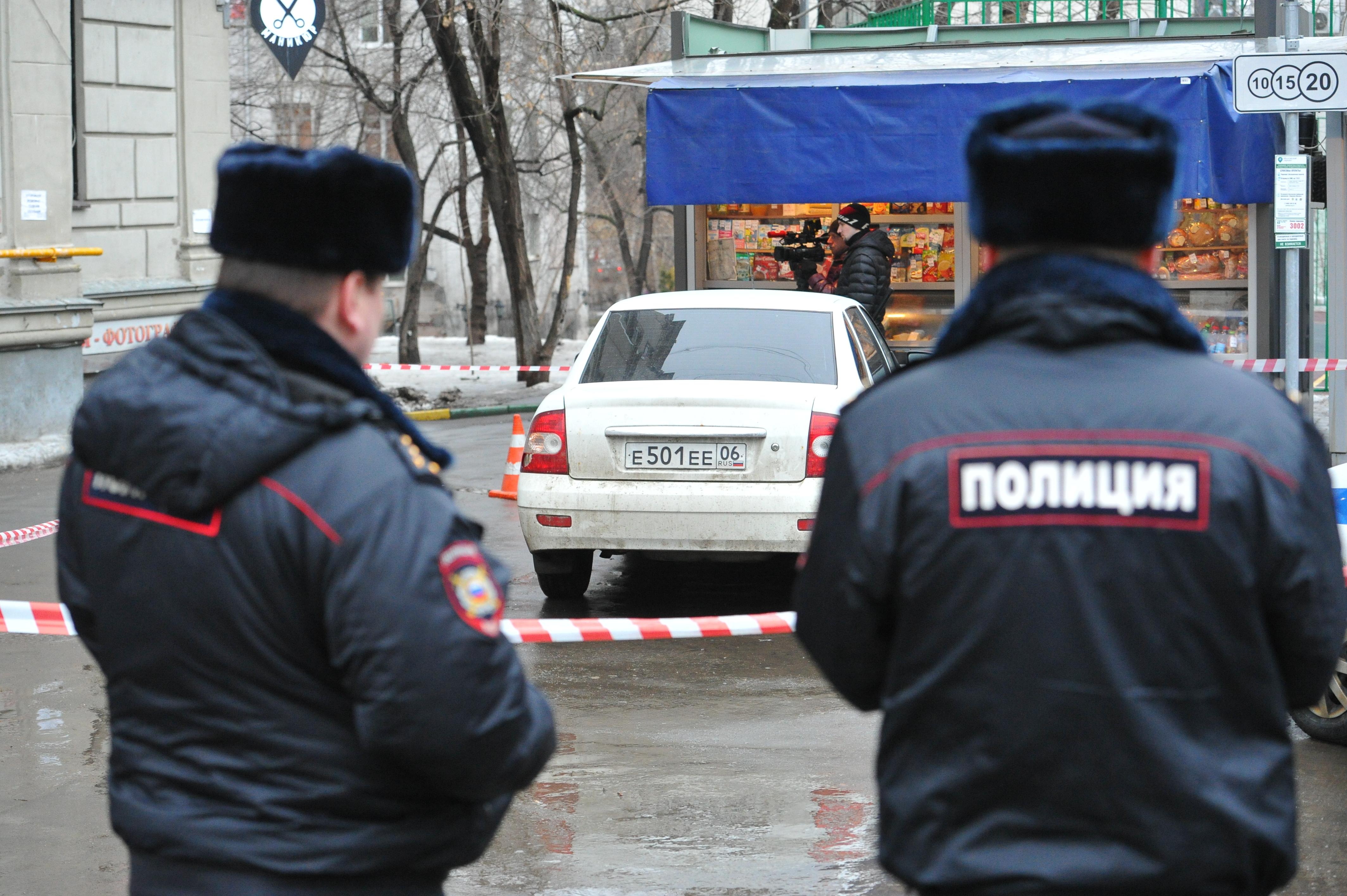 ВПетербурге неизвестные избили мужчину иугнали его авто— МВД