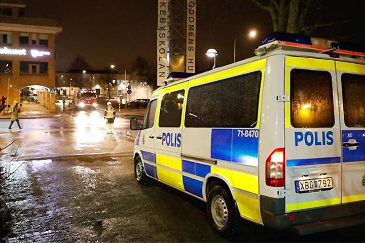 ВСтокгольме милиция открыла предупредительный огонь поучастникам беспорядков