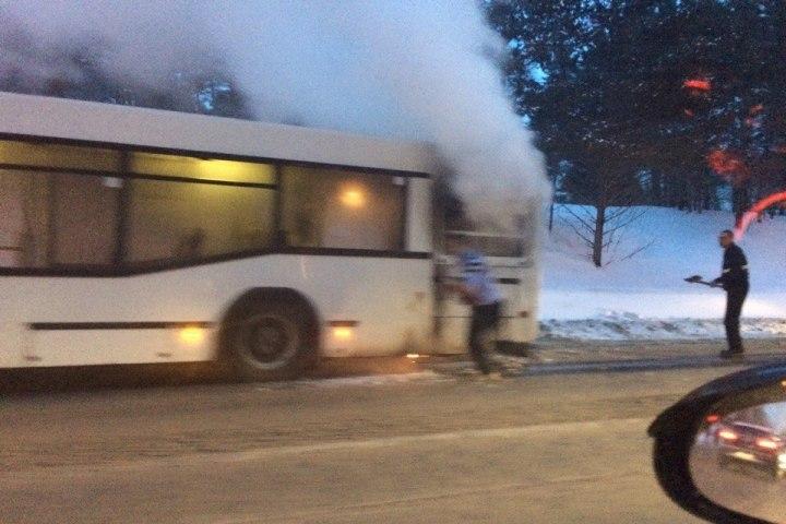 ВКемерове находу задымился автобус спассажирами