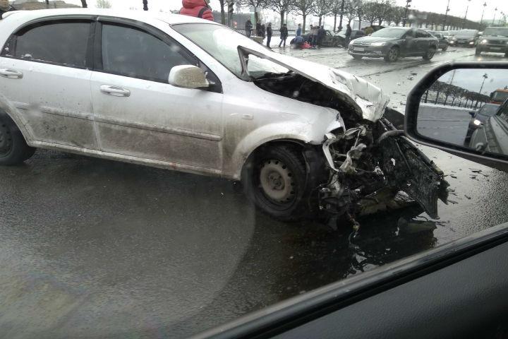 ДТП вПетербурге: 4 машины столкнулись наВасильевском