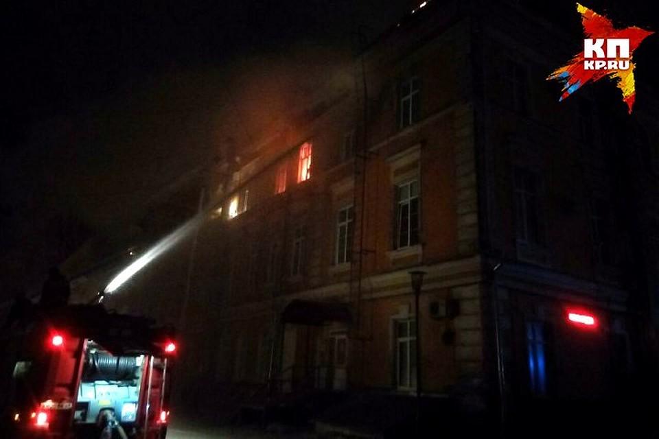 Пожар в Детской областной больнице Твери локализован: http://www.tver.kp.ru/online/news/2666270/
