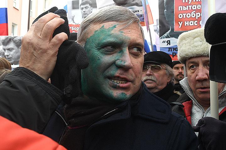 Касьянова облили зеленкой на«Марше Немцова»