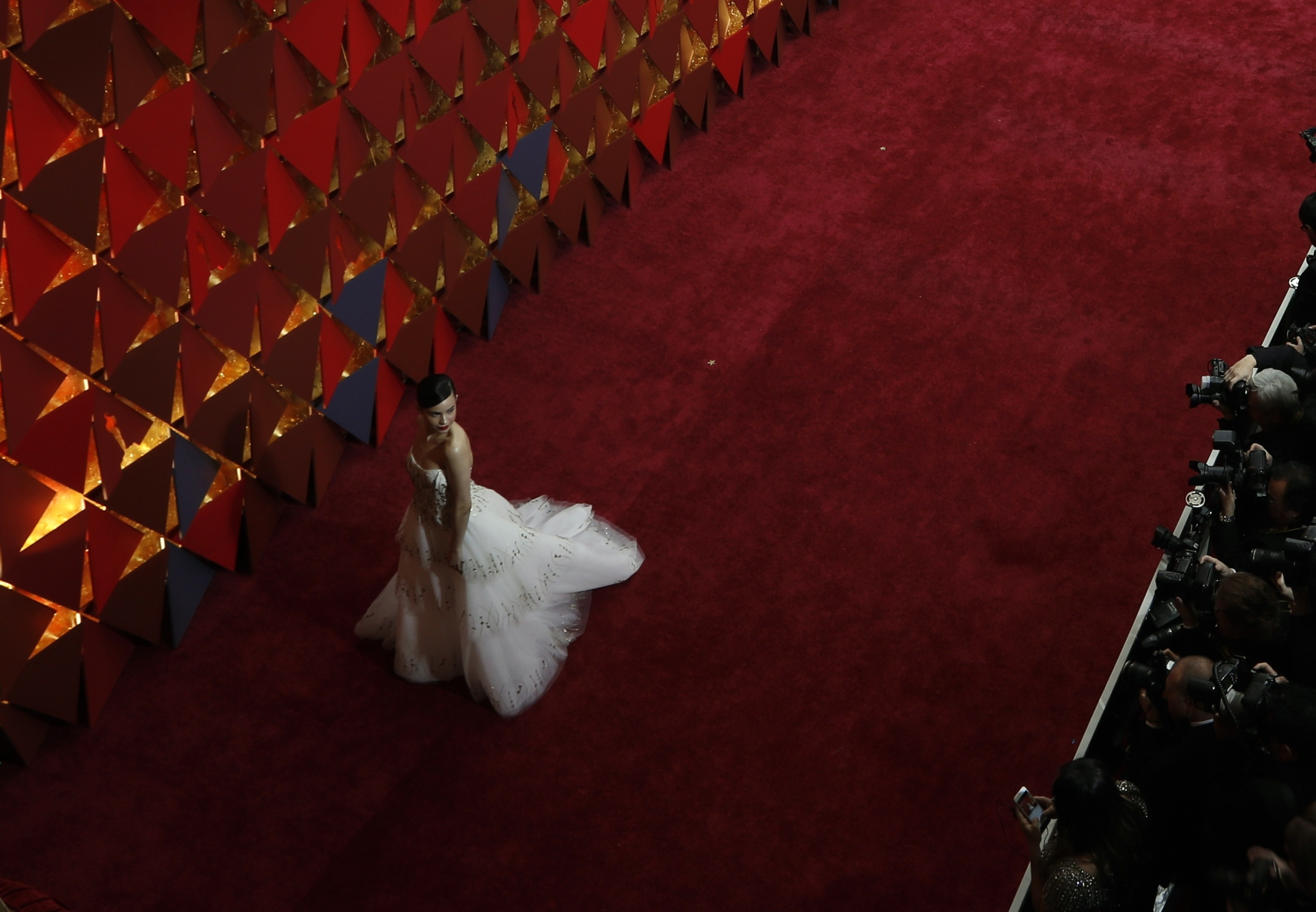 ВЛос-Анжелесе вручены первые статуэтки премии «Оскар»