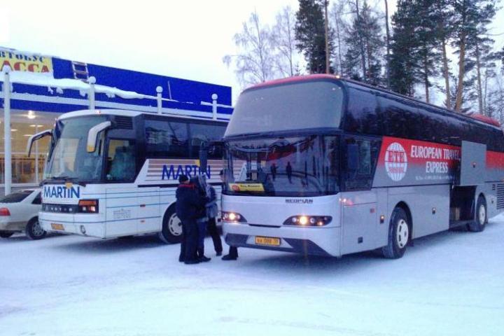Пассажирам рейса «Братск— Усть-Илимск» довелось толкать автобус вгору