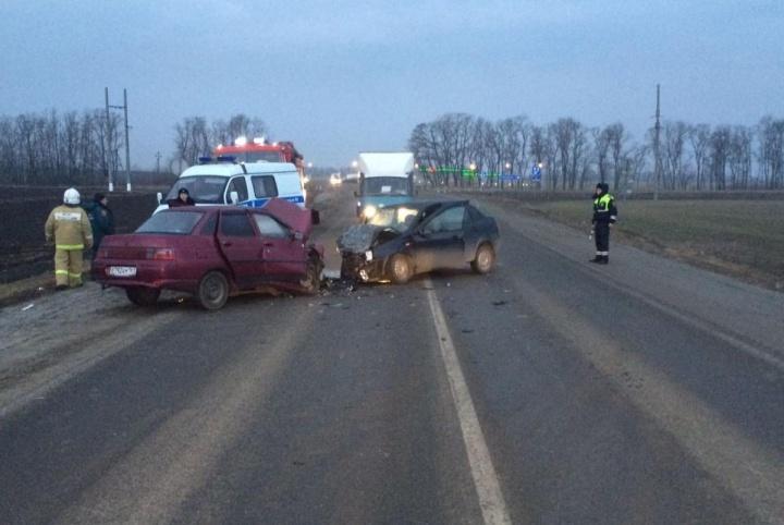 Таганрог: Один человек умер, один пострадал вДТП натрассе Ростов