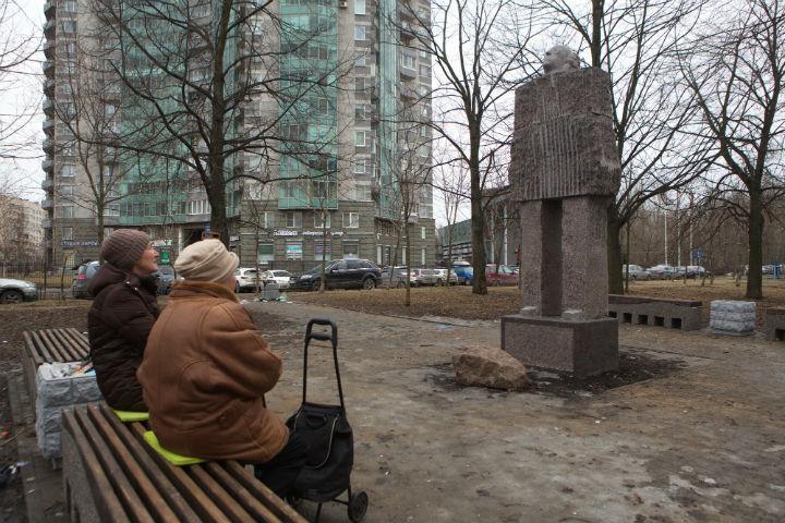Автор скульптуры наВасильевском острове подтвердил, что она посвящена Бродскому
