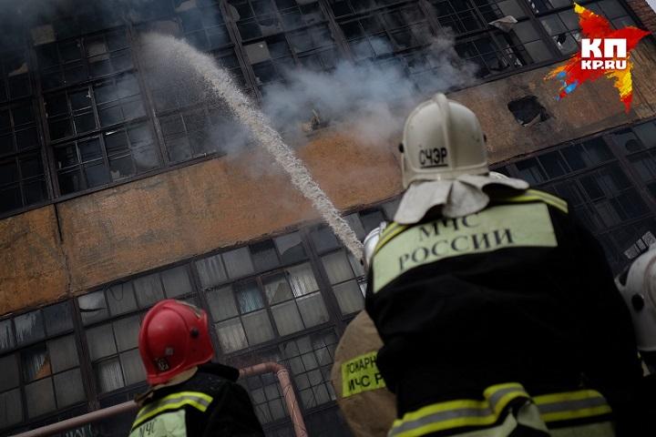 Вцентре Краснодара произошел пожар вдвухэтажном помещении