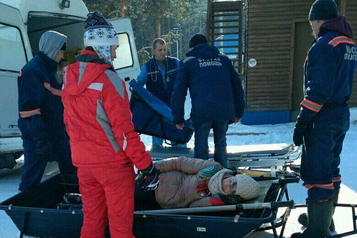 Новосибирские cотрудники экстренных служб вывели травмированную лыжницу сОбского водохранилища