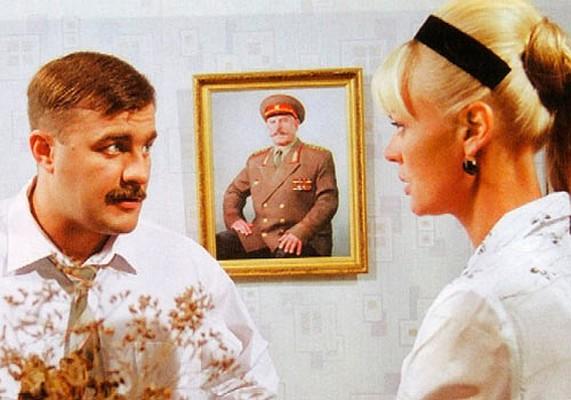 В романтической комедии Дмитрия Фикса Михаил Пореченков тоже играет военного, но на этот раз в мирное время. Актер замечательно раскрывает свой комедийный талант.