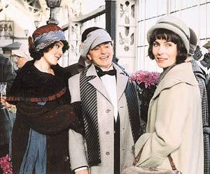 Кадр из фильма. Есенин (Безруков) нравился красивым женщинам - Дункан, которую сыграла Шон Янг (слева) и Берзинь (сыграла Ирина Апексимова).