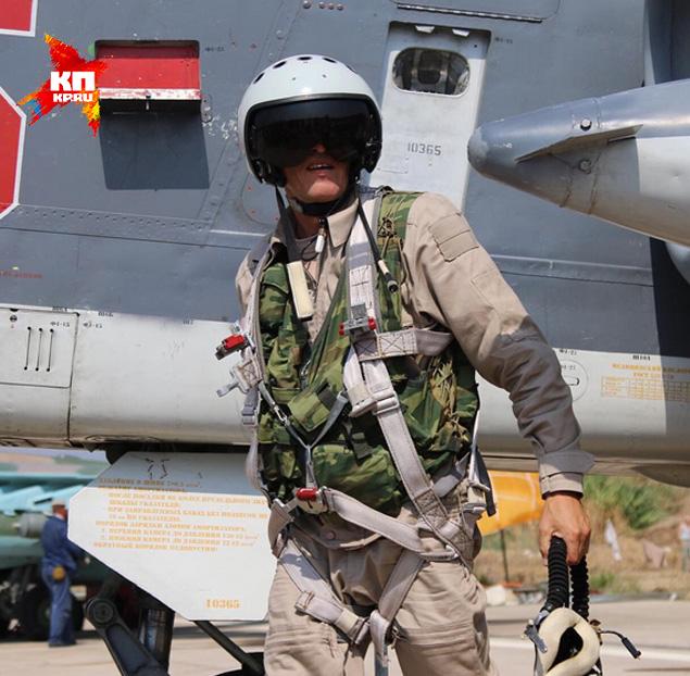 Первое фото российского пилота на базе в Латакии Фото: Александр КОЦ, Дмитрий СТЕШИН