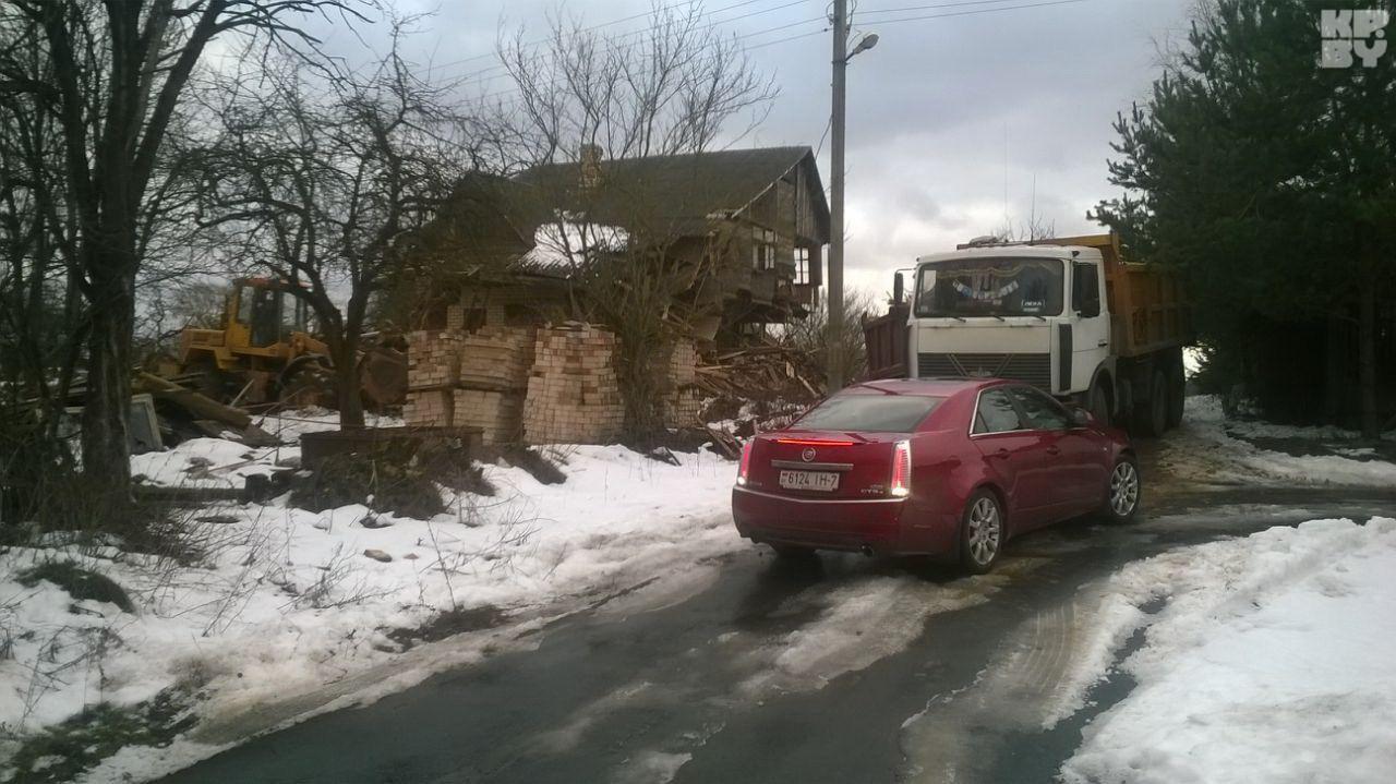 По нашим данным, новый владелец собирается строить на этом месте коттедж. Фото: Александр АРХИПОВ.