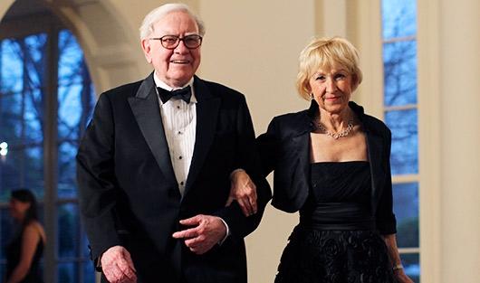 Уоррен Баффетт со второй супругой Астрид Менкс. Фото: REUTERS
