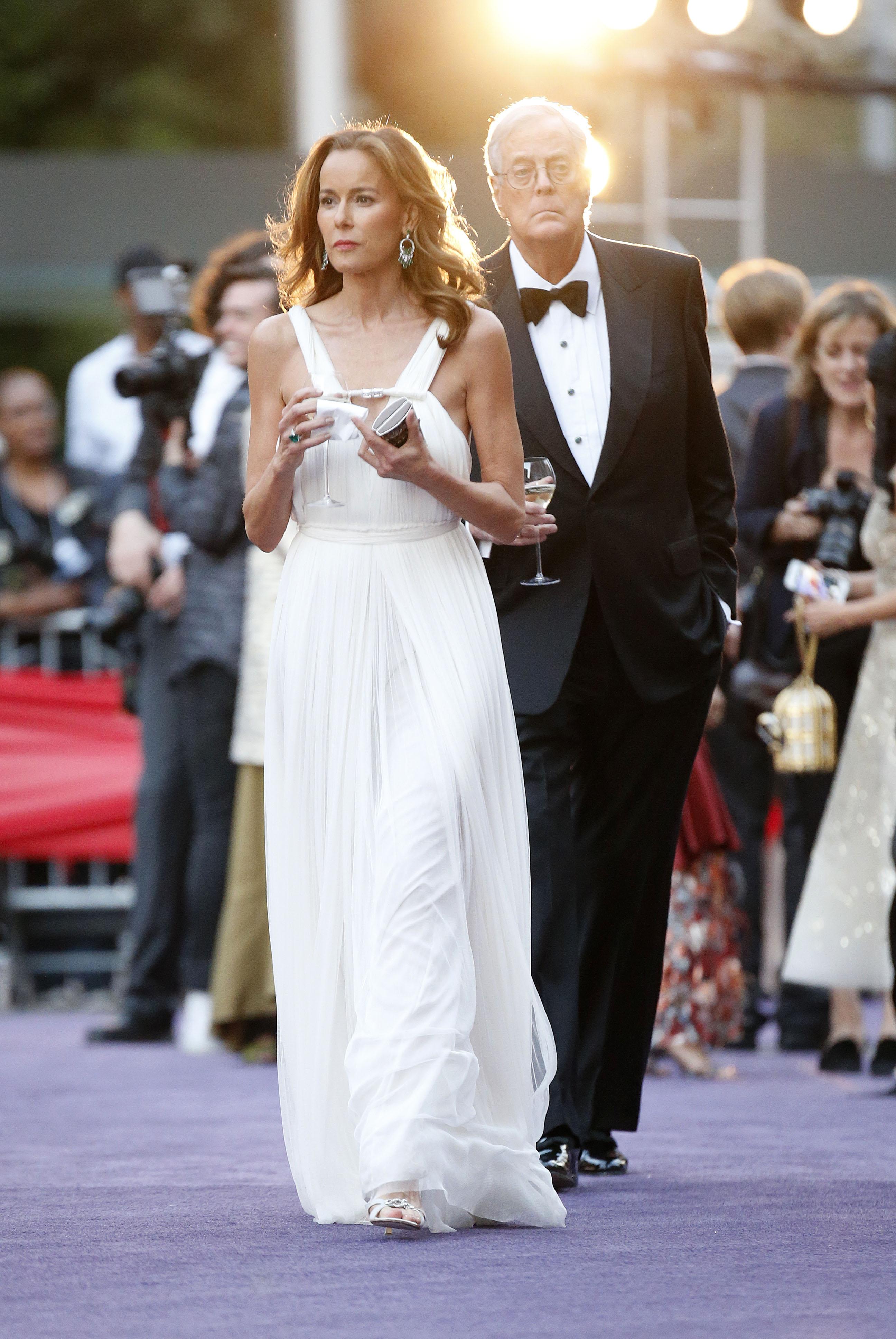 Дэвид Кох с супругой Джулией. Фото: SPLASH NEWS