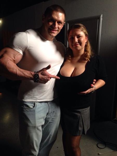"""У Анны - одиннадцатый размер бюста. Фото: """"Вконтакте""""."""