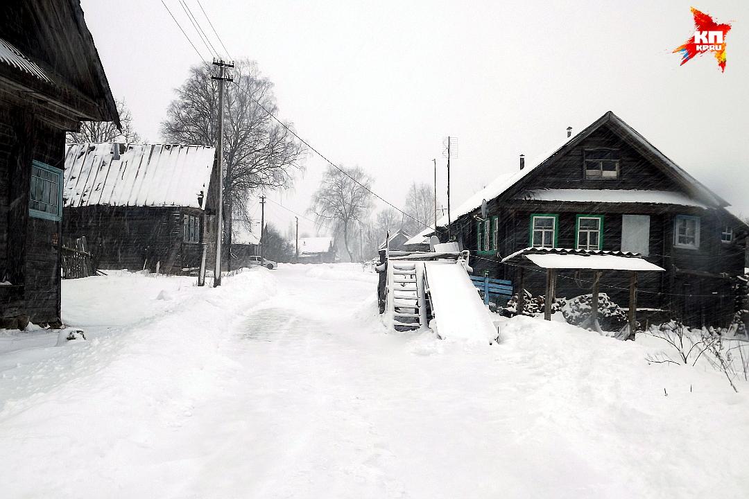 Деревня Кожино. Здесь люди для своих детей строят возле дома горки. Фото: Василий ХОДАРЕВ