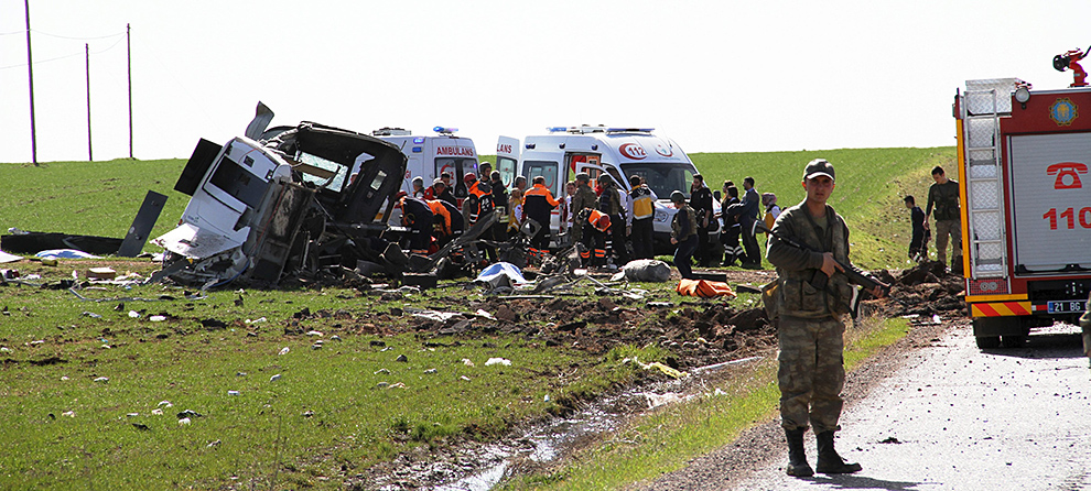 7 турецких военных были убиты при подрыве автоколонны на юго-востоке страны Фото: REUTERS