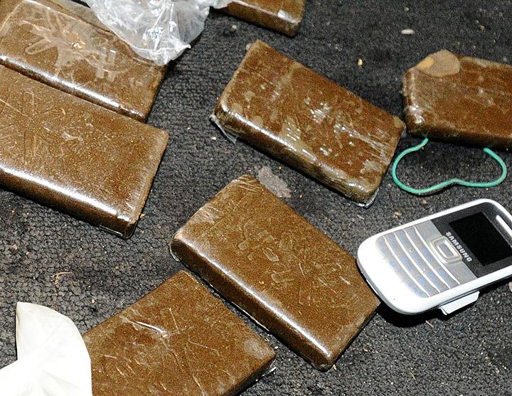 Наркотические вещества, изъятые во время рейда по выявлению зон незаконного распространения наркотиков. Фото ИТАР-ТАСС/ Станислав Красильников