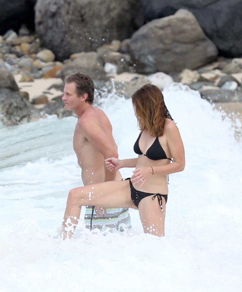 Папарацци не упустили случая запечатлеть Кроуфорд на пляже. Фото: EAST NEWS.
