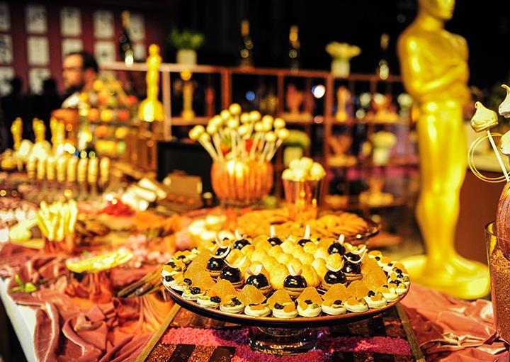 Команде поваров предстоит накормить 1500 гостей. Фото: EAST NEWS.