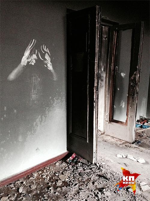 """Следы на стенах сгоревшего """"Дома профсоюзов"""" в Одессе. Фото: Нигина БЕРОЕВА"""