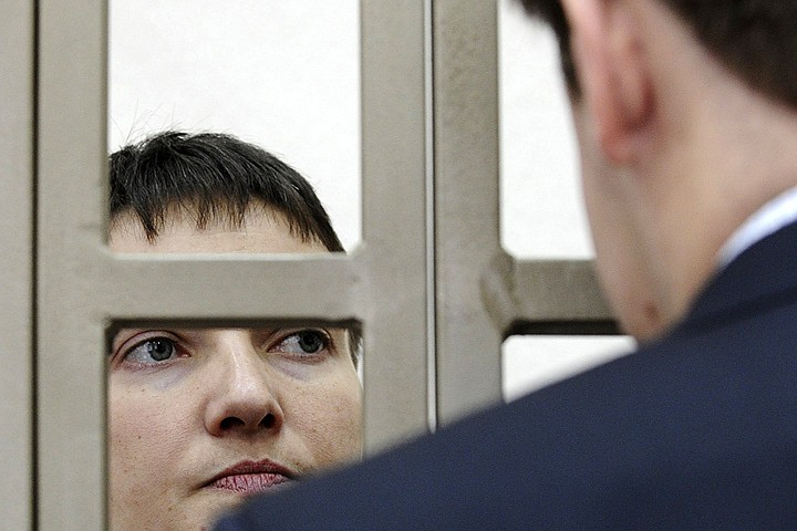 Савченко обвиняется в пособничестве в убийстве российских журналистов Игоря Корнелюка и Антона Волошина, погибших под Луганском Фото: REUTERS