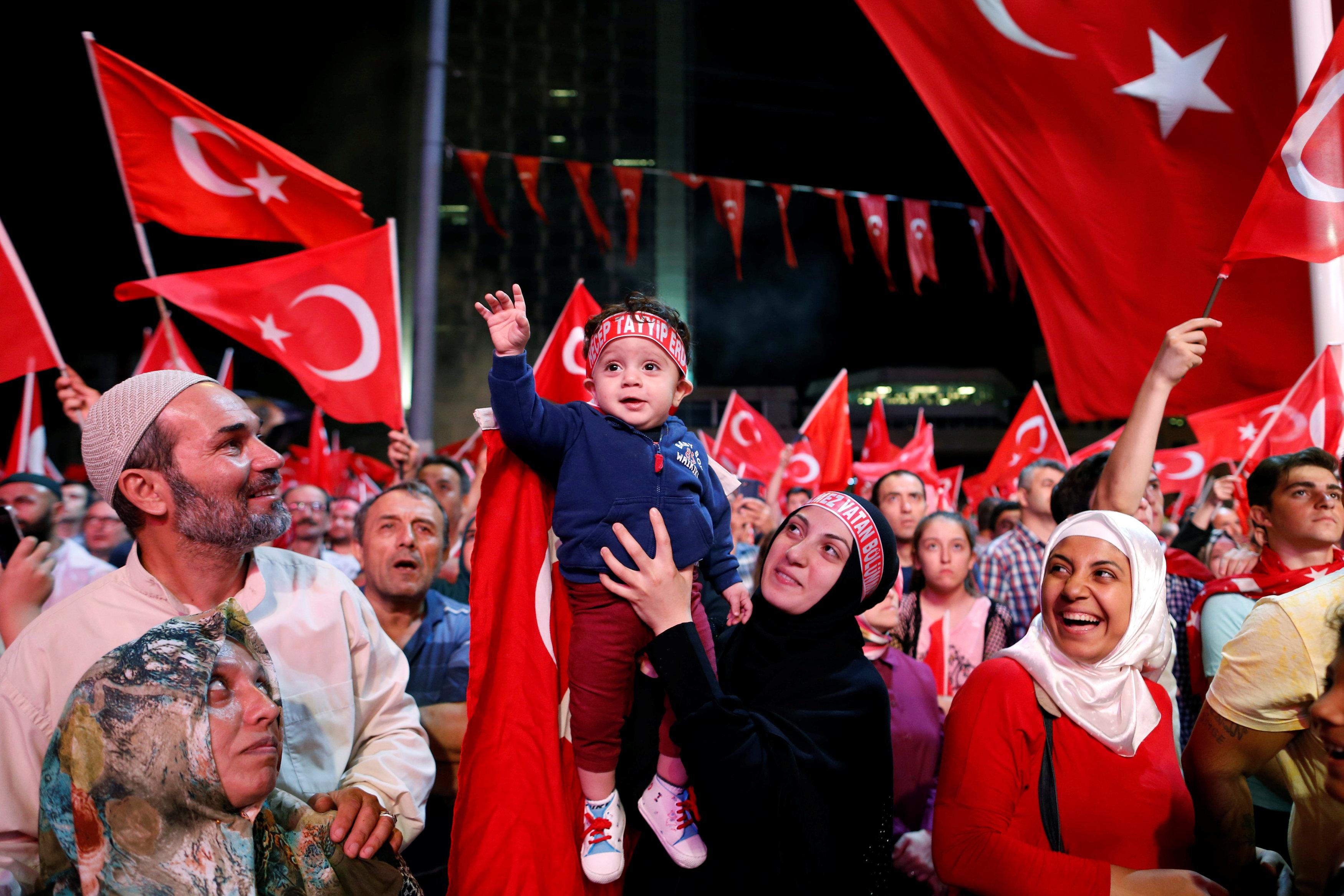 Митинги в поддержку Эрдогана прошли по всей Турции.