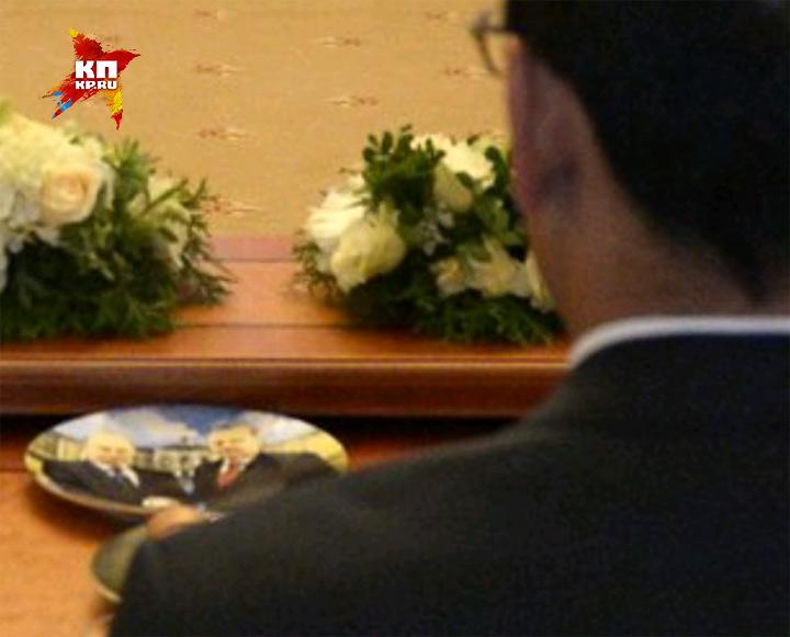 Тарелки ссовместным изображением Владимира Путина иЭрдогана— сувениры для участников переговоров