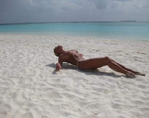 Анастасия Волочкова на пляже.