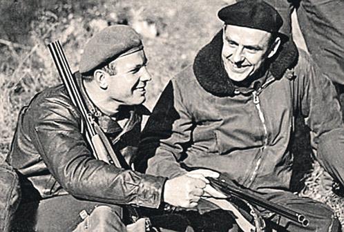Гагарин и Комаров любили на досуге поохотиться.