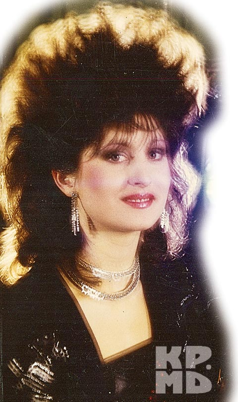 Сильвия Кирияк была бэк-вокалисткой у Софии Ротару.