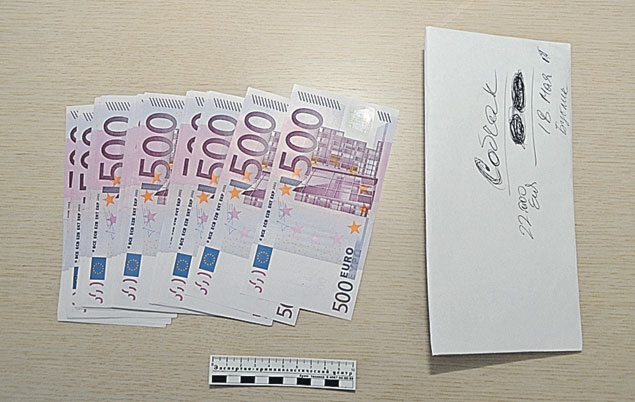 Деньги, изъятые у Собчак, хранились в подписанных конвертах.