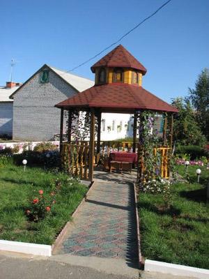Такой двор в клинике, где живет и лечится людоед Спесивцев.