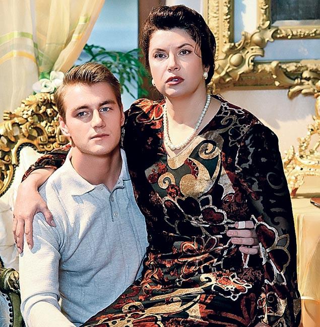 Вера Сотникова на съемках с радостью доверилась Алексею Воробьеву, который сыграл последнего мужа Зыкиной, Виктора Гридина.