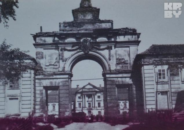 А вот так дворец выглядел раньше