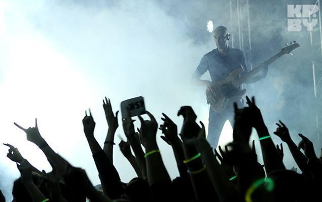 Принимали группу очень тепло: было видно, что фанаты заждались. Фото: Сергей ГАПОН