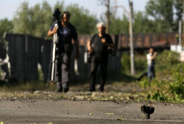 Журналистов на Украине задерживают, похищают, выдворяют, избивают, обстреливают... Фото: REUTERS