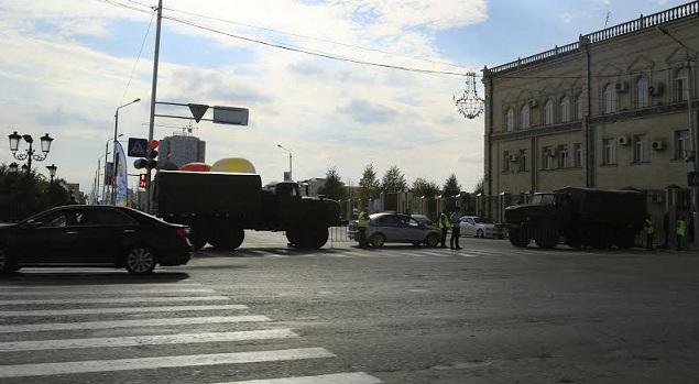 Блокпост рядом с местом взрыва Фото: Евгений САЗОНОВ