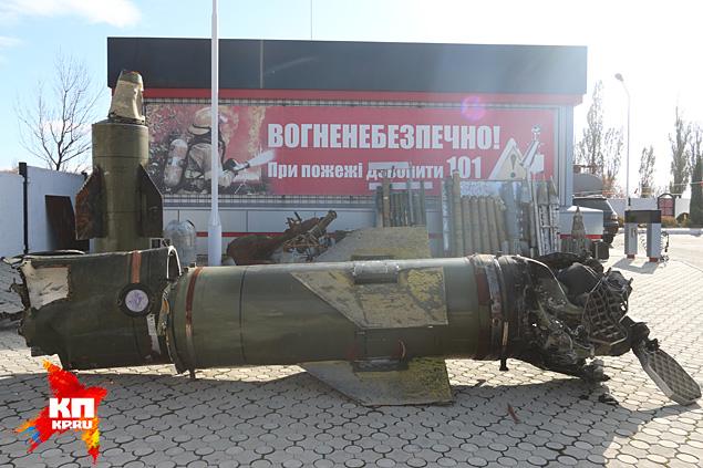 Выставка на одном из перекрестков под Красным лучем Фото: Александр КОЦ, Дмитрий СТЕШИН