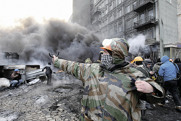 На майдане стреляли из рогаток по милиции и политическим оппонентам, а в конечном итоге перешли на снаряды в Донбассе. Фото: Максим ЛЮКОВ