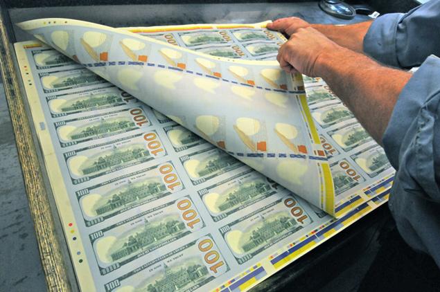 ФРС обслуживает своим станком фактически весь мир, всячески ругая золото как «пережиток варварства»