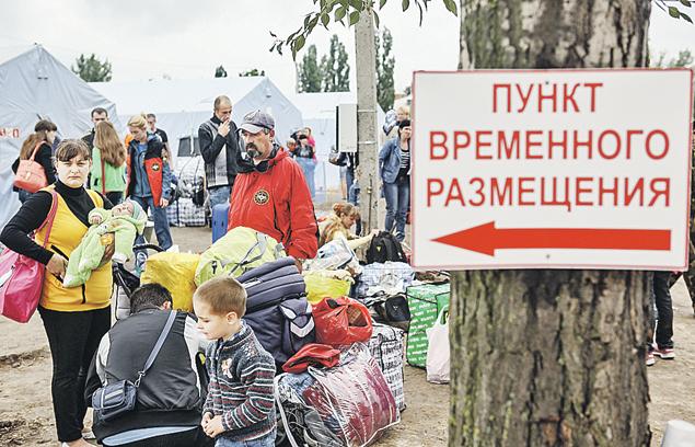 Весной и летом 2014-го  в Россию хлынул поток беженцев из Донбасса. Мест не хватало, и поначалу их селили даже в палаточные лагеря, но очень быстро задача расселения в более комфортные условия была решена. Фото: Николай ХИЖНЯК