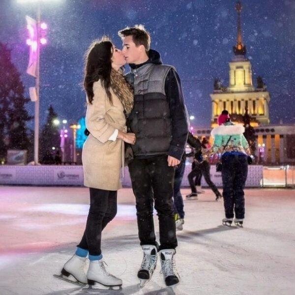 День всех влюбленных на ВДНХ: свадьба на катке и карамельные сердца