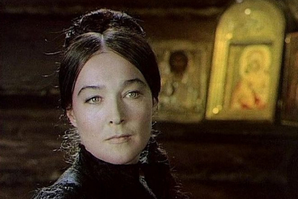 Психбольница, смерть от руки сына: страшная судьба актрисы Александры Завьяловой из «Тени исчезают в полдень»