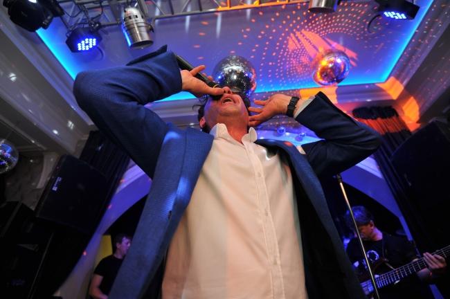 Россияне назвали песни, которые будут слушать на длинных февральских выходных в 2021 году