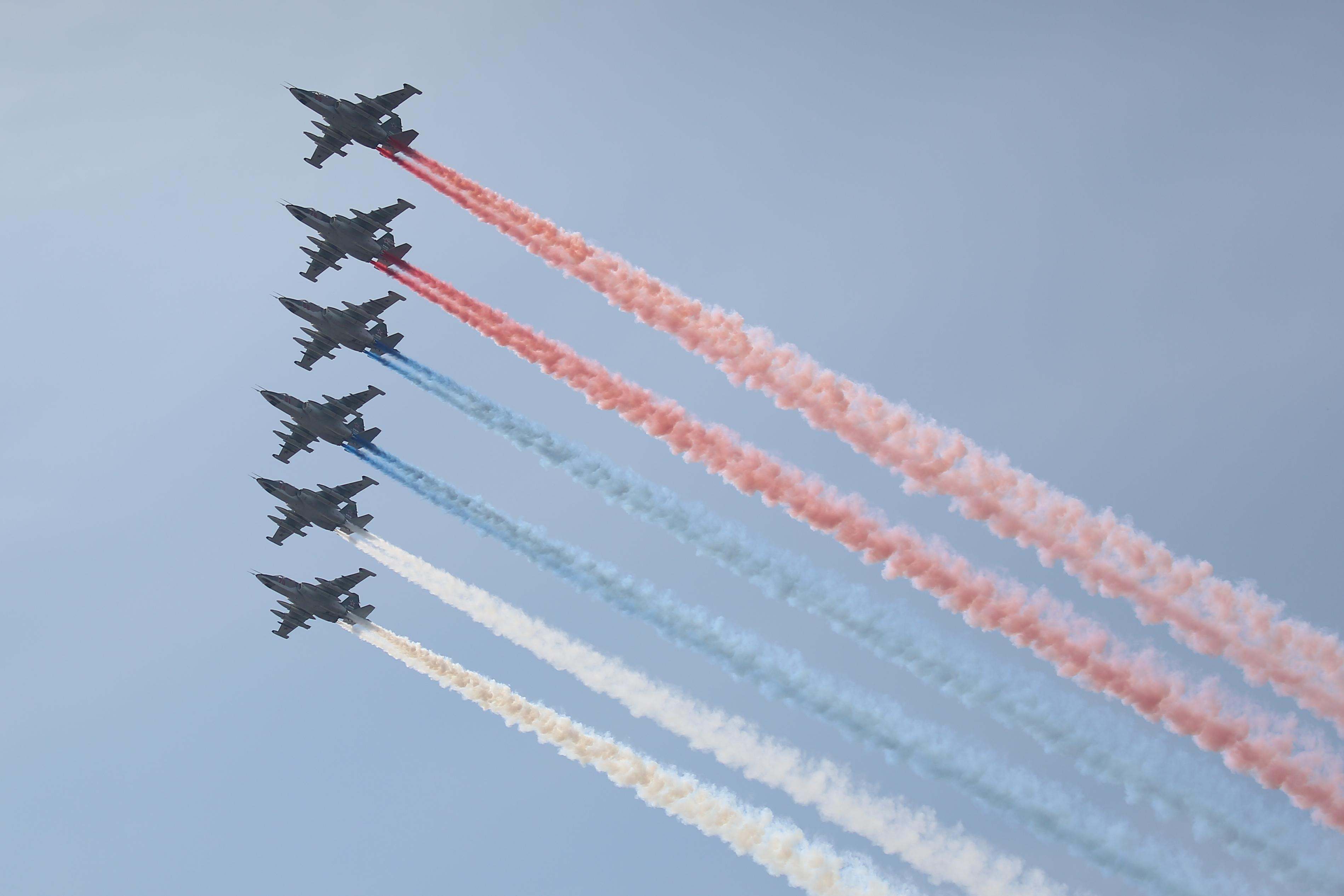 Су-25 в небе над Кронштадтом.