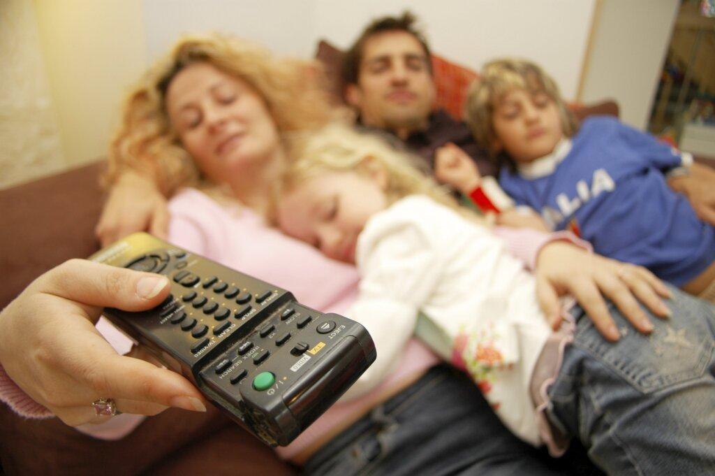 Психолог рассказал, как правильно смотреть сериалы с детьми