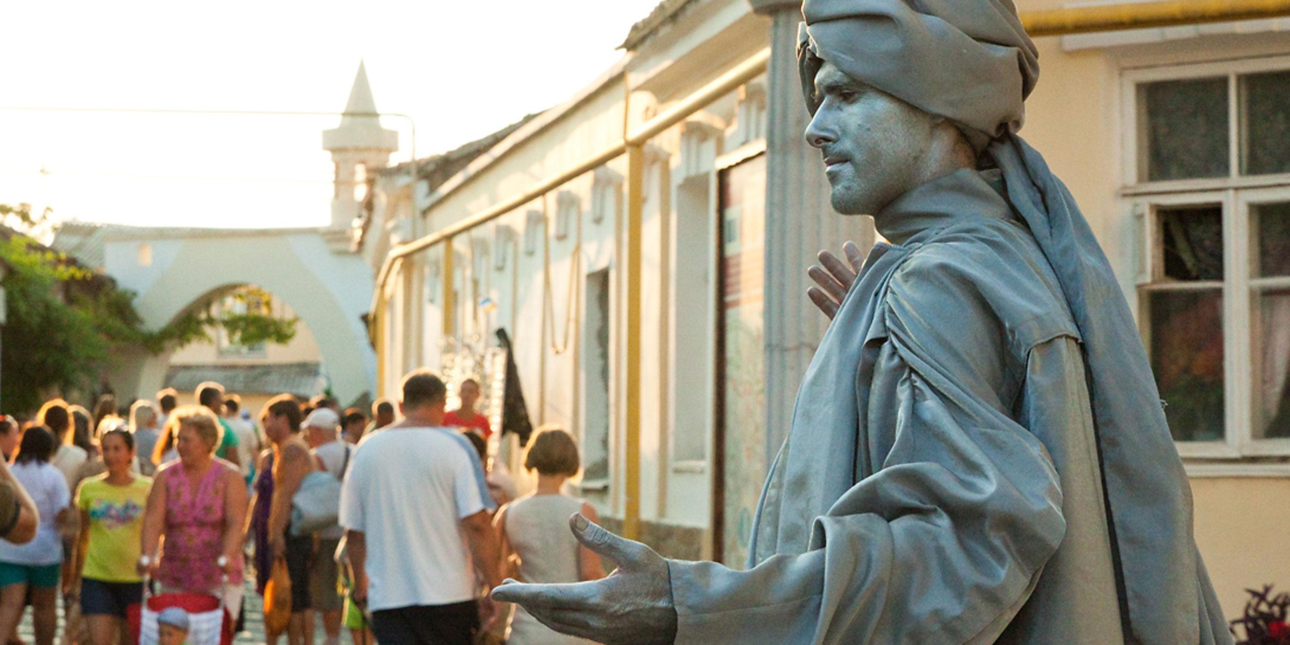 Живые скульптуры придают улицам древнего города особый колоритФото: Елена Покрепа