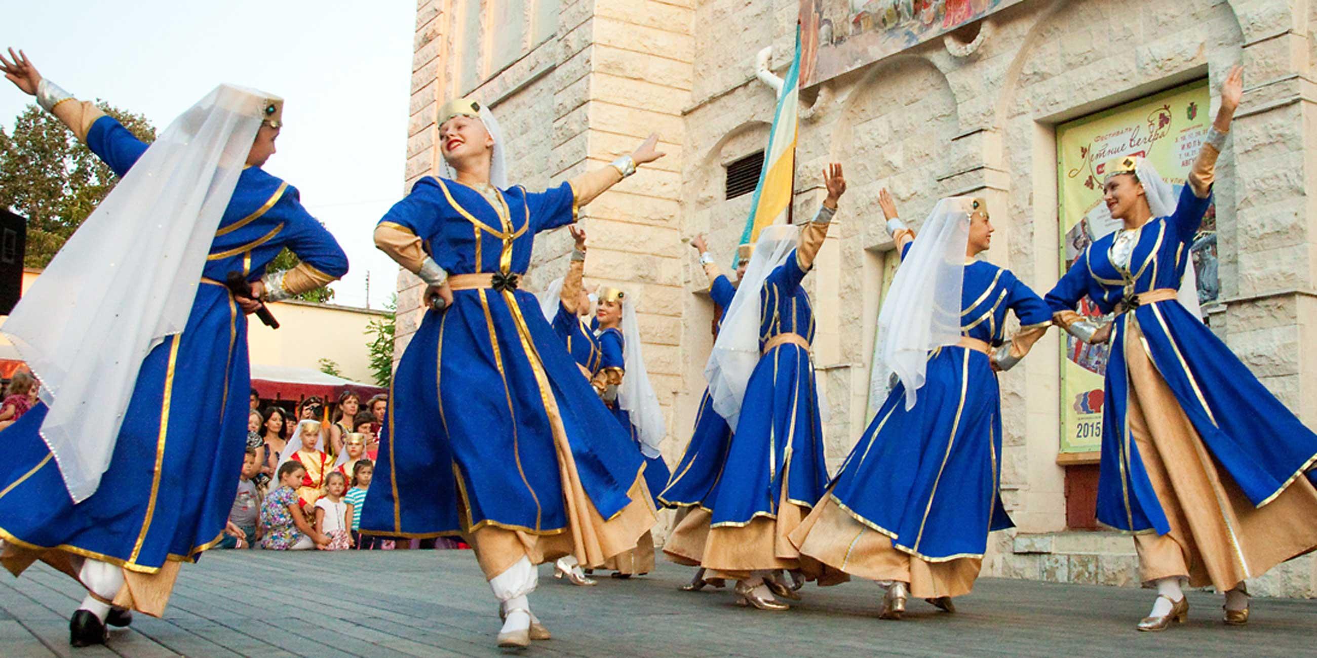 Летом на улицах Евпатории проходят городские фестивалиФото: Елена Покрепа