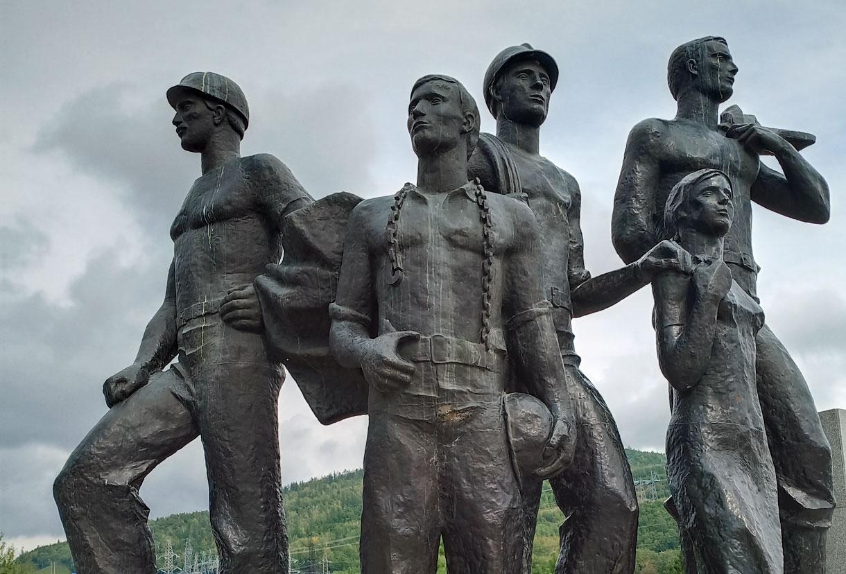 Зейская ГЭС. Памятник первостроителям.